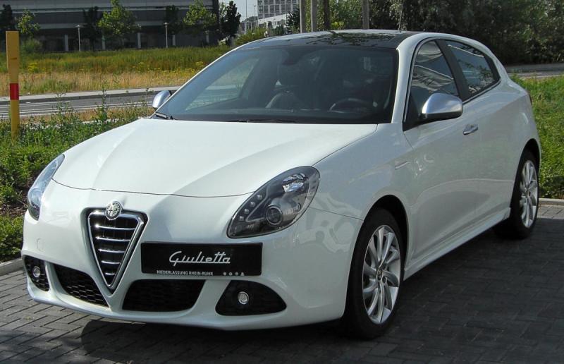 Alfa_Romeo_Giulietta_front_20100704.jpg