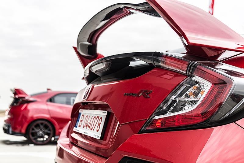 Details-Honda-Civic-Type-R-2017-1.jpg