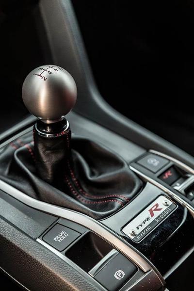 Details-Honda-Civic-Type-R-2017-3.jpg