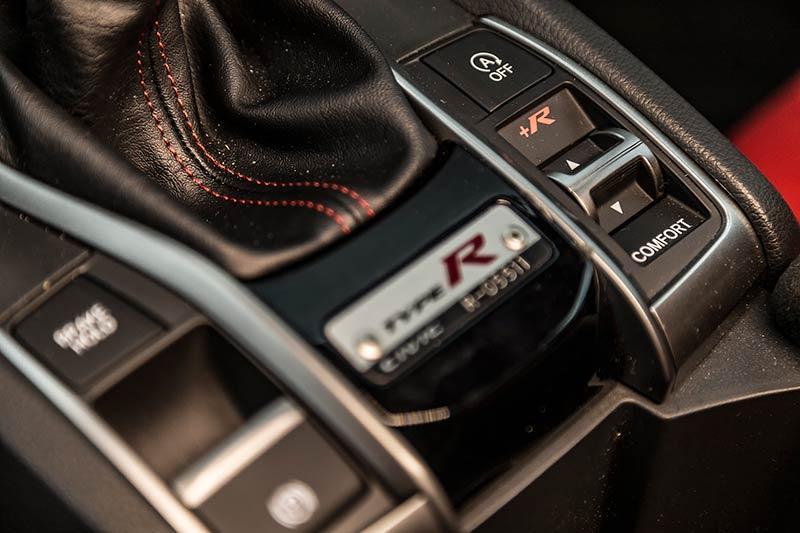 Details-Honda-Civic-Type-R-2017-4.jpg